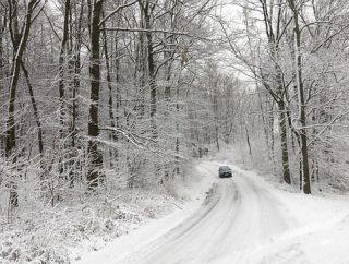 Bezpieczna jazda zimą – na czym ona polega?